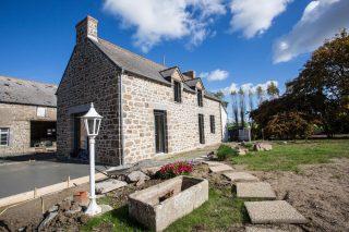Extension d'une maison et rejointoiement des façades à Saint-Méloir-des-Ondes